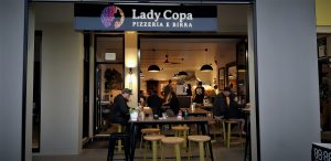 Copacabana Information confirms that Lady Pizza is a very popular place for Pizza and craft beer. You can also look across to the bay for some whale watching.