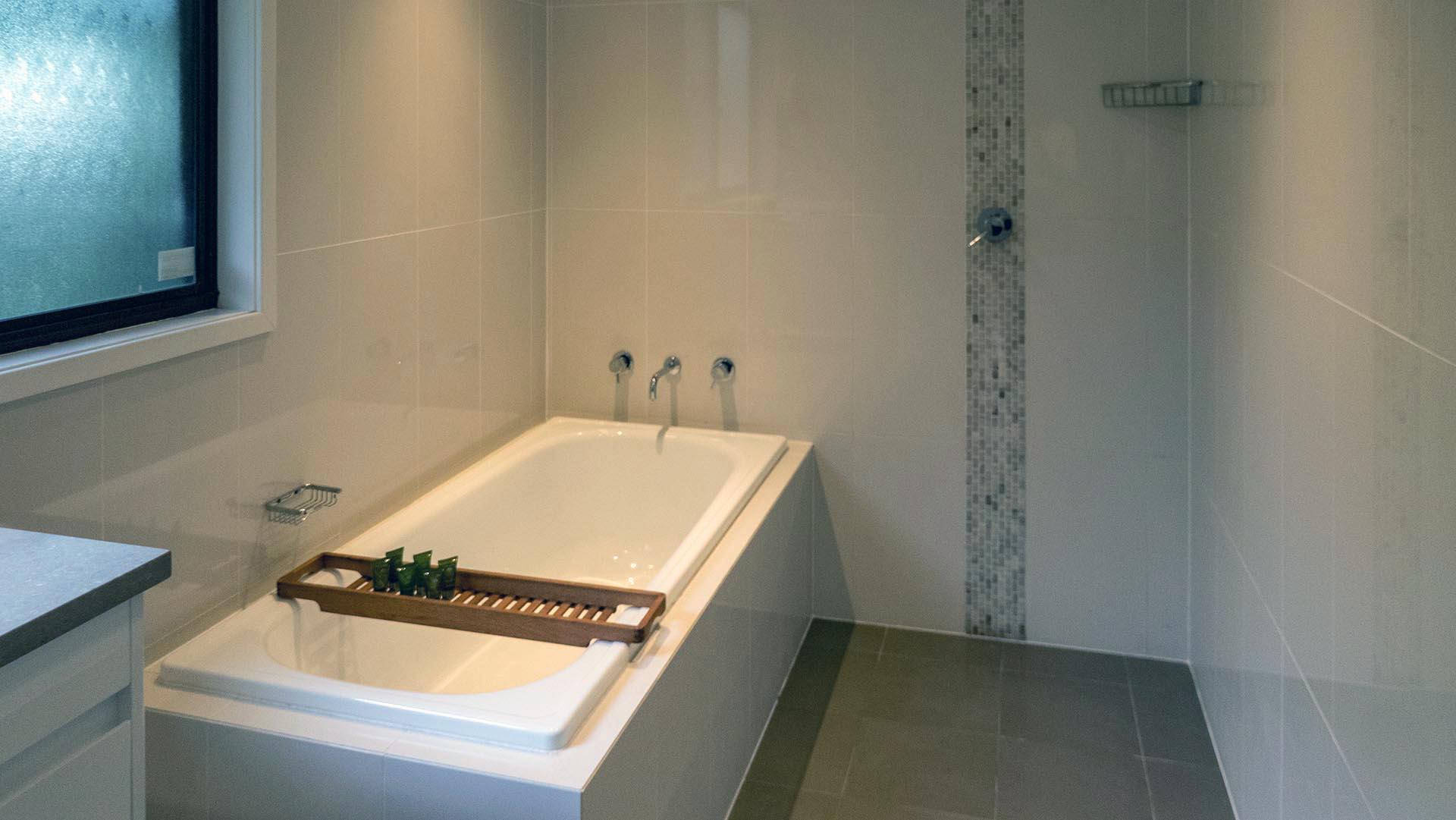 Main Bathroom/Shower. Copa Beachside.